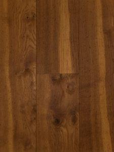 Deze ultraviolette houten vloer heeft een sterke beschermlaag.