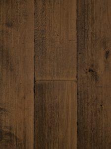 Deze verouderde eiken houten vloer wordt ook wel een kasteelvloer genoemd