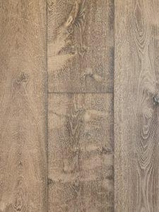 Deze verouderde oude planken vloer heeft planken van 2cm dik.