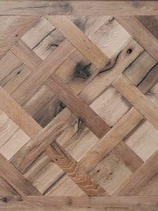Deze Versailles vloer heeft 200 jaar oude planken en heeft daarom veel karakter