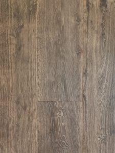 Zwaar geborstelde planken vloer