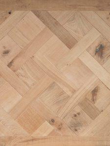 Deze oud eiken Versailles parket vloer is van hoge kwaliteit Europees eiken.