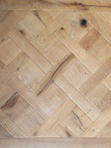 Deze Versailles parketvloer is gemaakt van oud eikenhout.