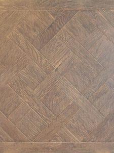 Deze Versailles vloer is diep geborsteld. Hierdoor heeft de vloer een duidelijke nerftekening.