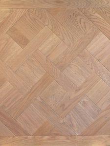 Deze Versailles vloer is met een natuurlijke kleur geolied.