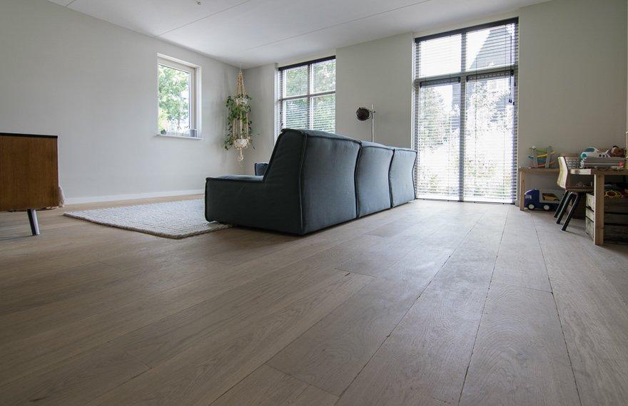 Wit tinten houten vloer
