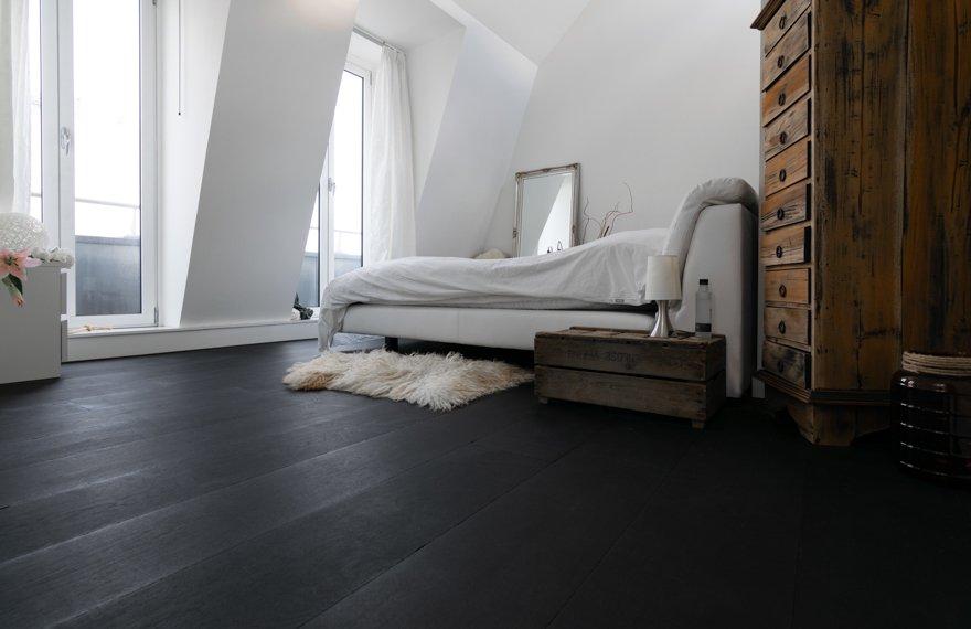 Zwarte houten vloeren