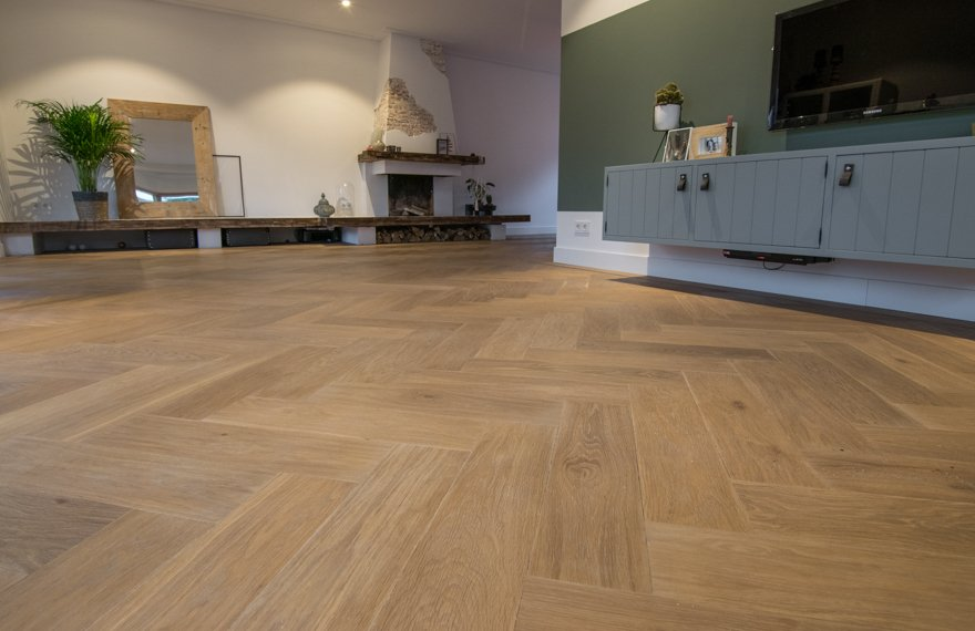 Visgraat vloer in nieuwbouwwoning