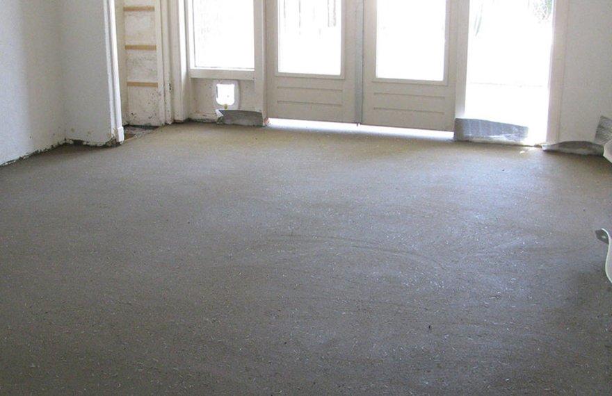 Zandcement dekvloer houten vloer