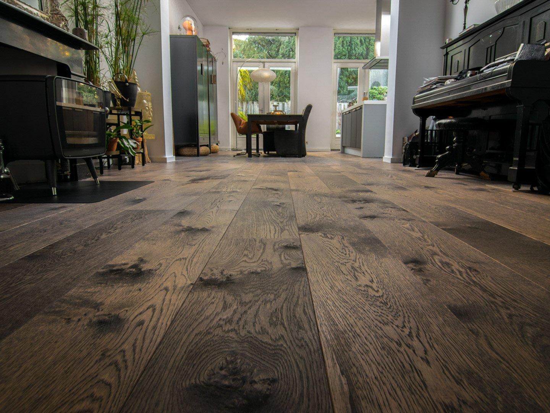 Ebben bruine houten vloer