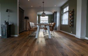 Gebeitste eiken houten vloeren