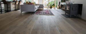 Gebeitste eiken houten vloere