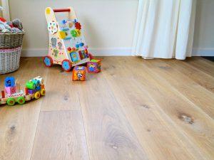 Gerookte eiken planken vloer