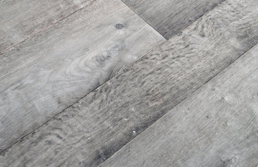 Houten vloer met wisselende breedtes