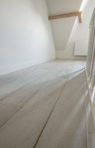 Intens witte houten vloer