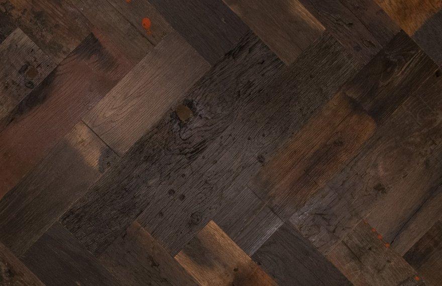 Oude eiken visgraat vloer