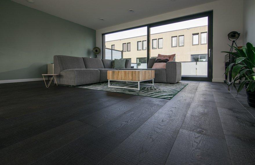 Zwart gebeitste eiken vloer