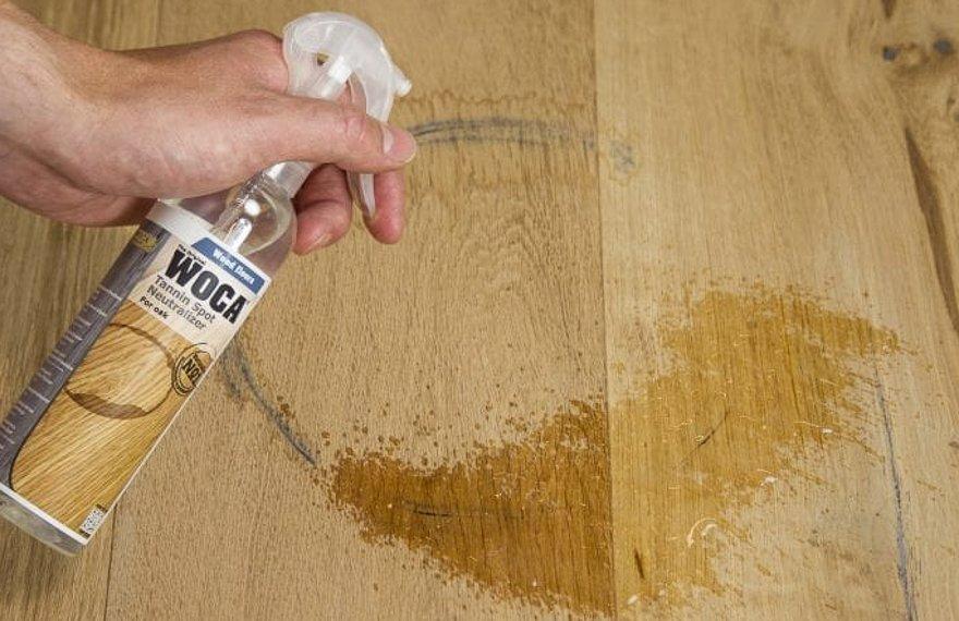 Zwarte vlekken verwijderen houten vloer
