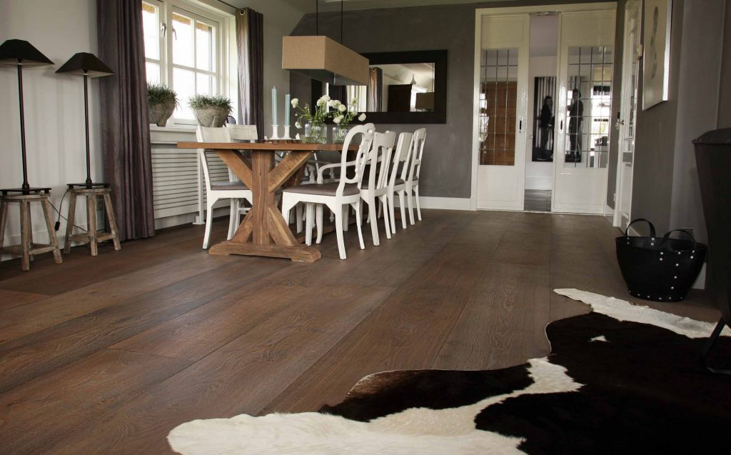 Brede oude houten vloeren