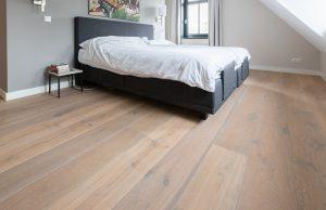 Gerookte eikenhouten vloeren