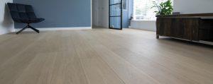 Houten vloer plaatsen op elektrische vloerverwarming