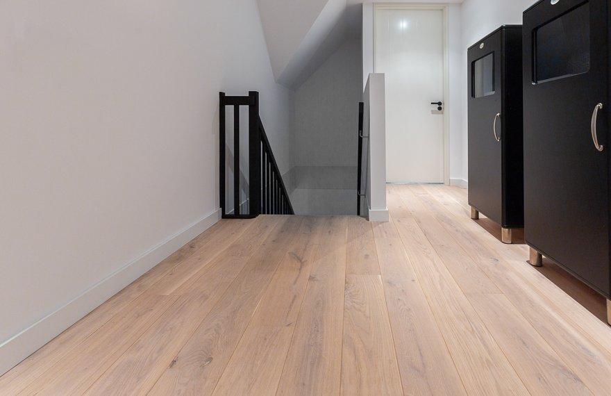 Aanbieding eiken vloer boven
