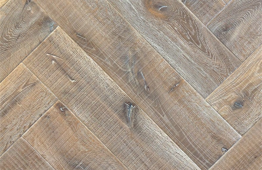 Bezaagde visgraat vloer