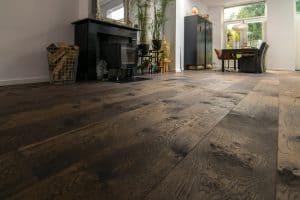 Bruine vloer in woonkamer