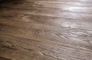 Diep geborstelde vloer