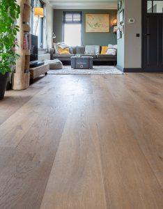 donkere vloer van eikenhout