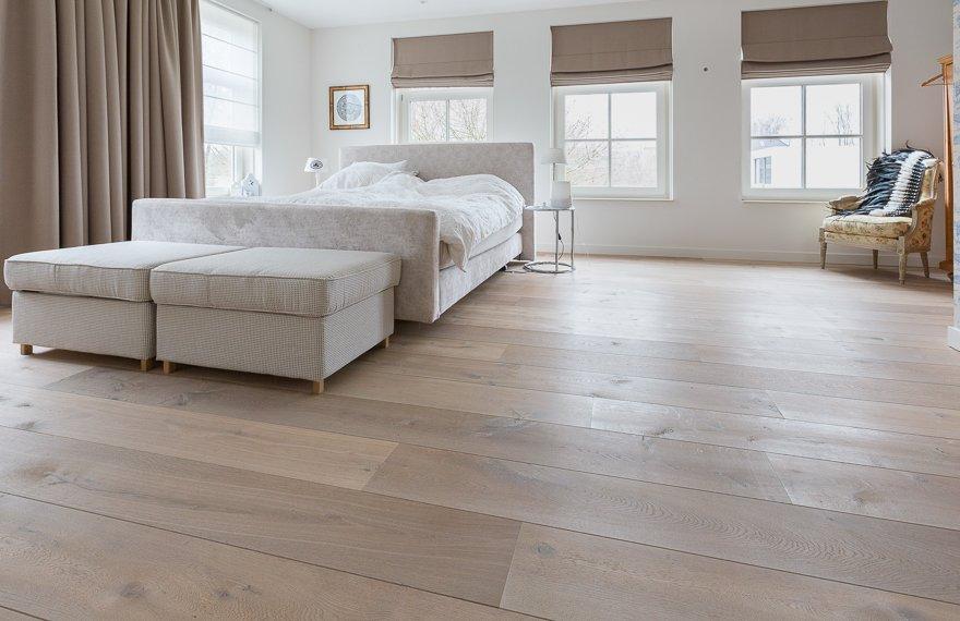 Duoplank vloer geschaafd in slaapkamer.