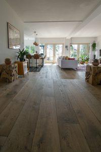 Gebeitste eiken plankenvloer