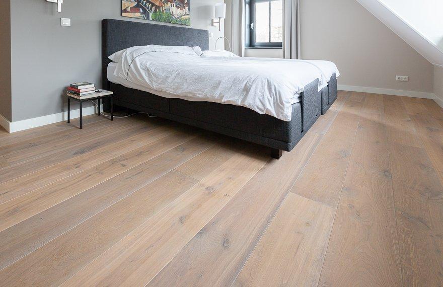 Gerookte vloer in slaapkamer