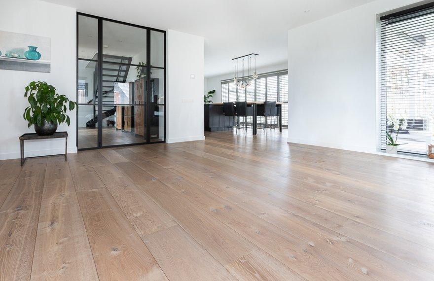 Gerookte vloer in woonkamer