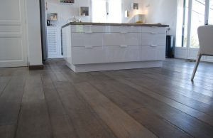 Grijze vloer in keuken