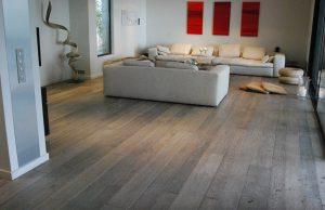 Grijze vloer in woonkamer