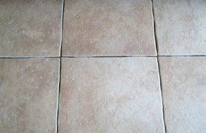 Houten vloer plaatsen op tegelvloer