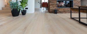 Noesten in houten vloeren