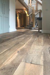 Oude vloer met scheuren