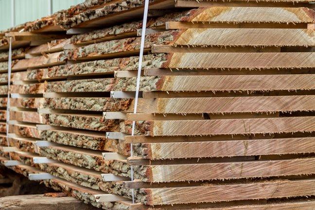 Planken zagen eikenhout