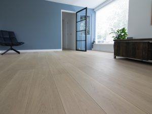 Rustige witte houten vloer inspiratie