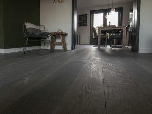 Verouderde grijze vloer