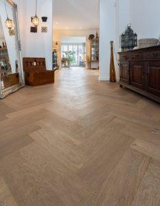 Visgraat vloer villa Noordwijkerhout