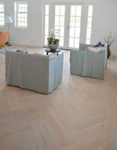 Witte eikenhouten visgraat vloer