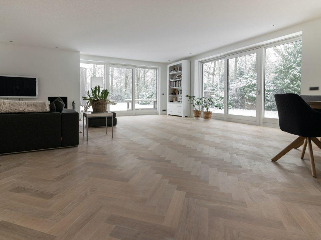 Witte tapis visgraat vloer inspiratie