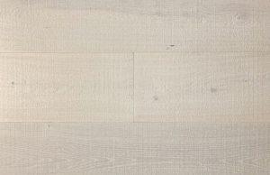 Bezaagde ultraviolette houten vloer