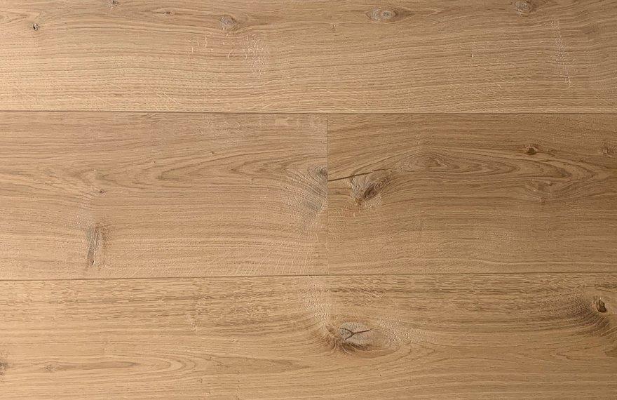 Geschaafde ultraviolette houten vloer