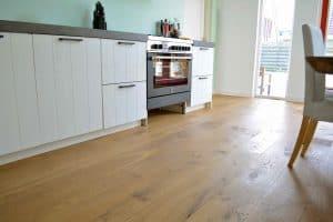 Houten vloer naturel in keuken