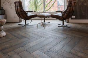 Oude duoplank visgraat vloer