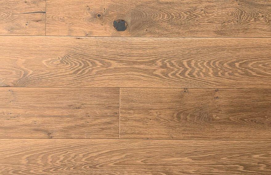 Ultraviolette kasteel houten vloer